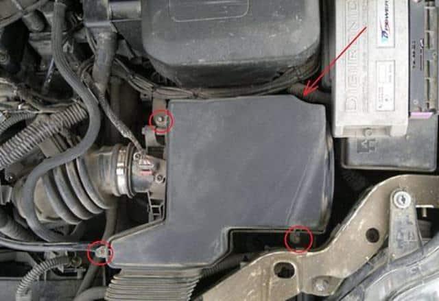 Форд Фокус: замена воздушного фильтра