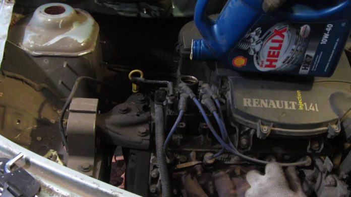 Рено Логан: замена масла в двигателе