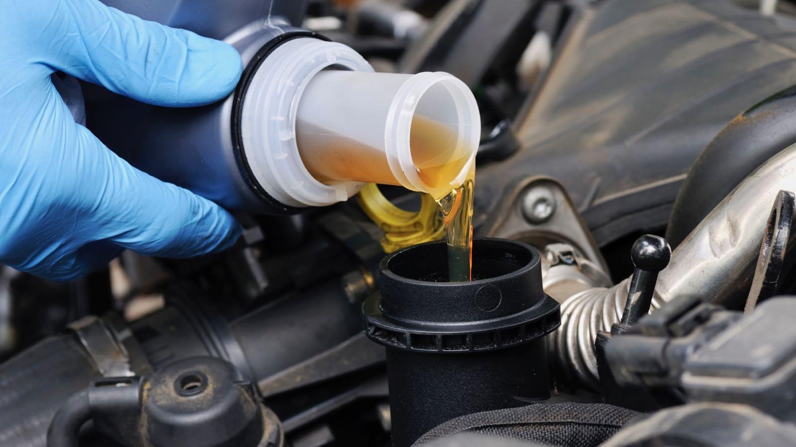 Замена масла в двигателе Шевроле Кобальт
