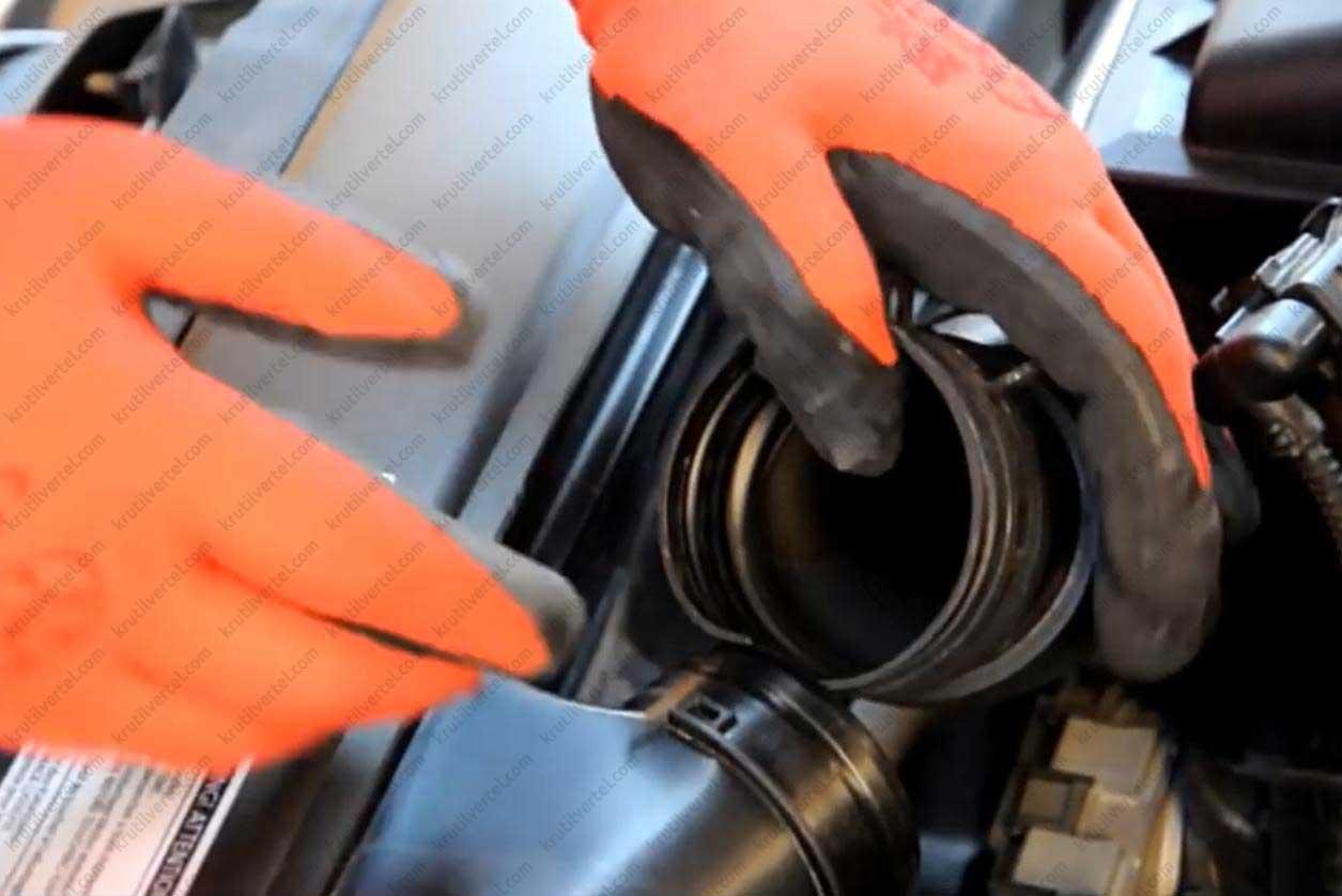 Замена воздушного фильтра Фольксваген Гольф 7